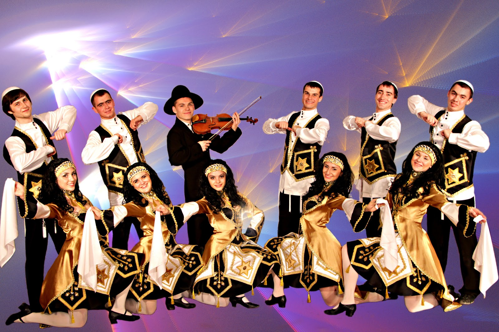 israeli folk dance Israeli folk dancing: israeli folk dance in boston, including sunday night israeli dancing at temple emeth in chestnut hill (formerly located at harvard hillel), and monday night dancing at congregation kehillath israel in brookline.