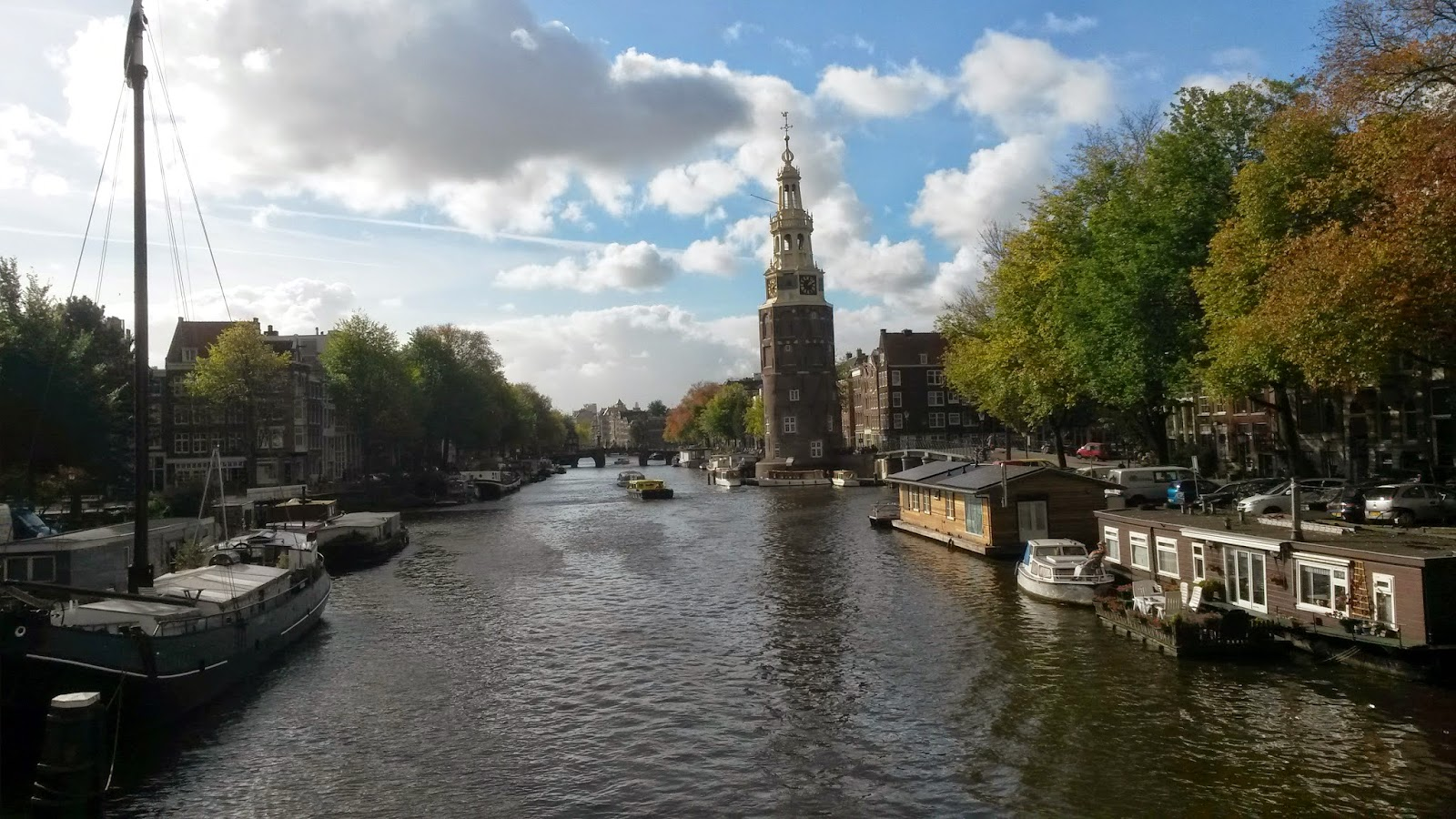 Looking for cheap accommodation in Amsterdam? Take advantage of the value deals