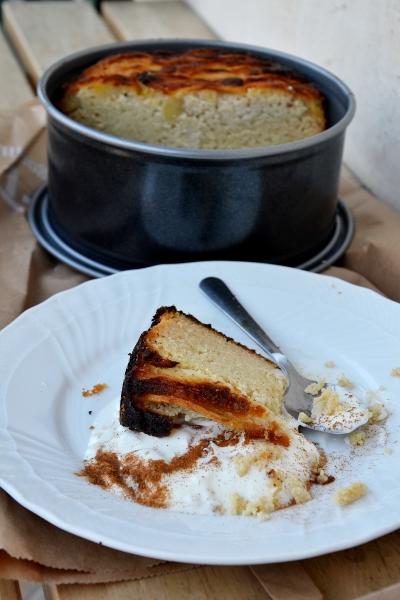 torta di mele con yogurt greco e fraina di mandorle