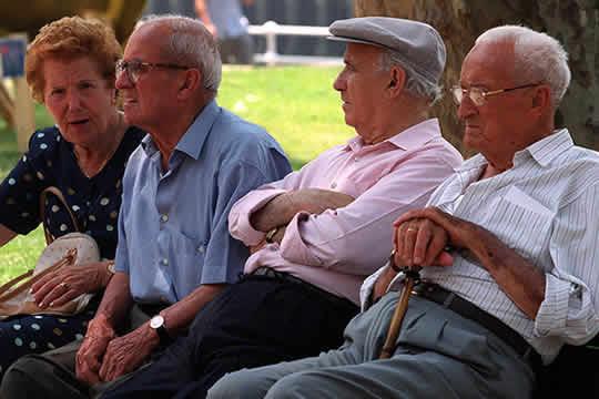 Foto de ancianos en el parque