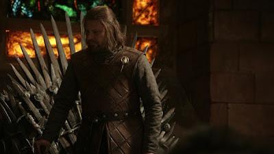 Ned Stark junto al trono de hierro