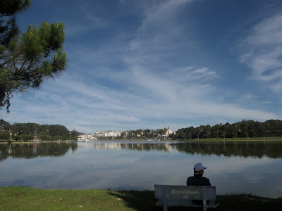 Banks Nähe von Lake Xuan Huong