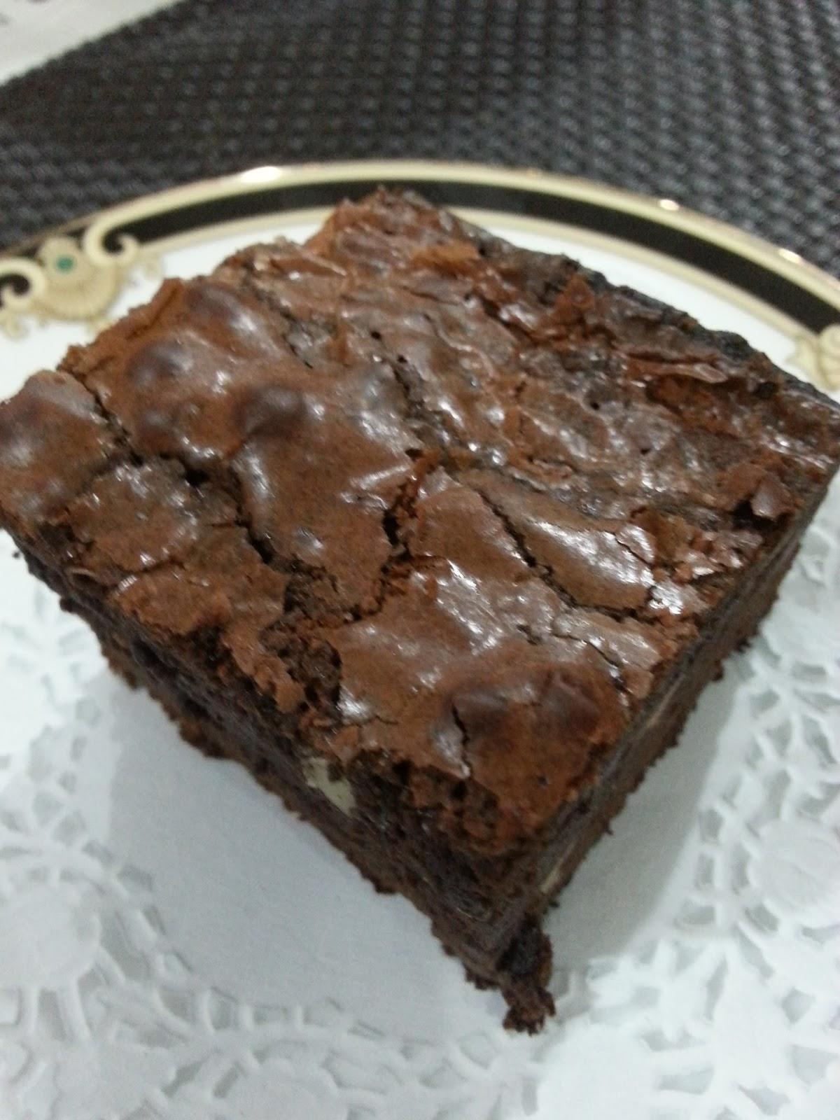 My HomeRecipes: CHOCOLATE CHIPS-WALNUT BROWNIES