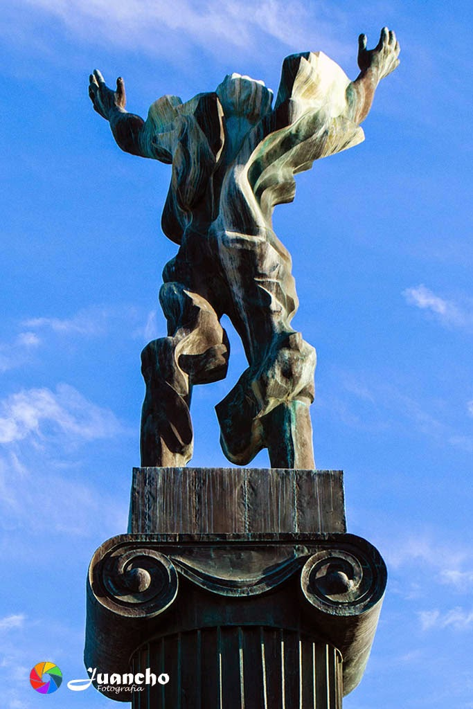 Estatua el Ruso - Vista trasera