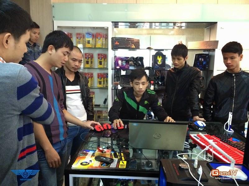 G_Zidane cùng các thành viên trong team đang trải nghiệm gaming gear của Newmen
