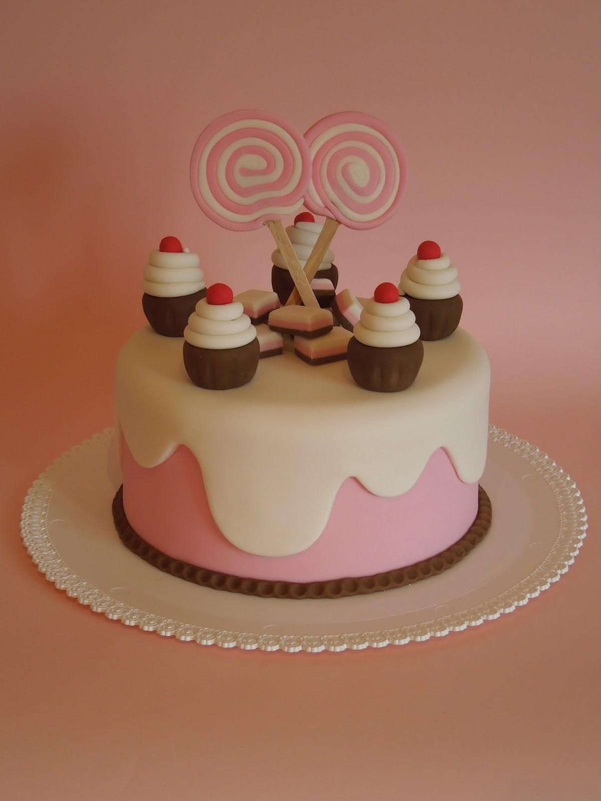 Ladycake: 1? corso base di cake design