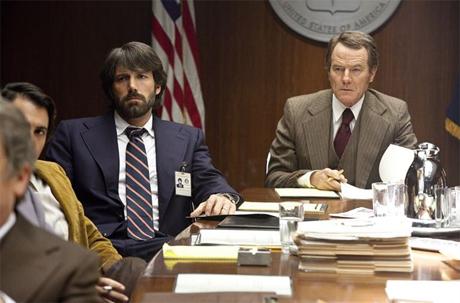 """Ben Affleck y Bryan Cranston en la película """"Argo"""""""