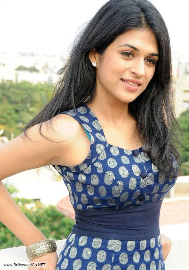 Shraddha is wearing a dark blue sleveless dress with a blue belt  - (6) -  Shraddha Das Dark blue dress pics