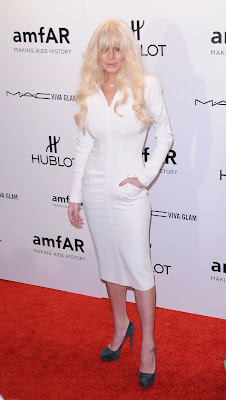 lindsay lohan en apretado vestido blanco