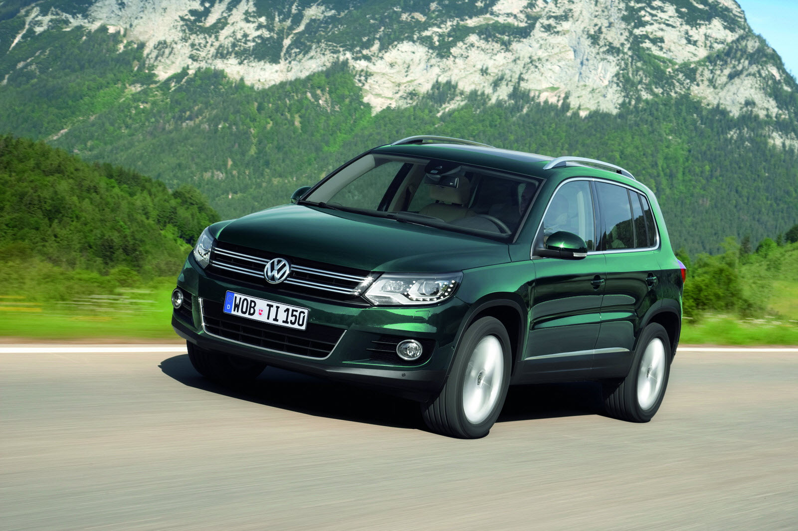 new volkswagen tiguan new front end of touareg new engines new assistance systems auto car. Black Bedroom Furniture Sets. Home Design Ideas