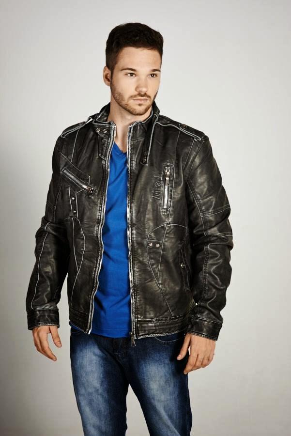 Bernardo Filaretti posa com jaqueta de couro fake da Vezo. Foto: Sérgio de Rezende