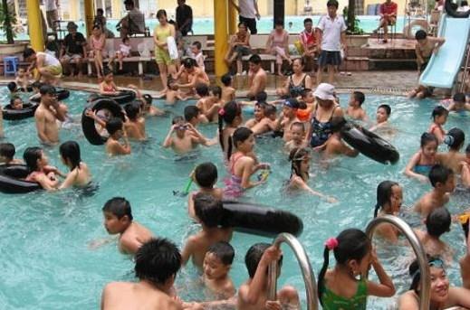 Thiếu sân chơi  cho trẻ em trong dịp hè