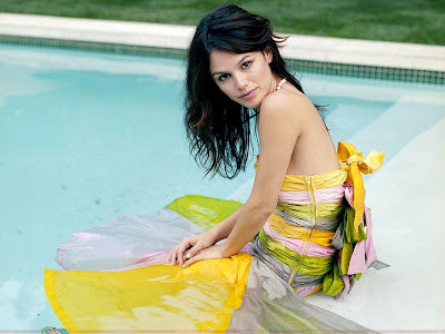 rachel_sarah_bilson_resting_on_pool_wallpaper_sweetangelonly.com