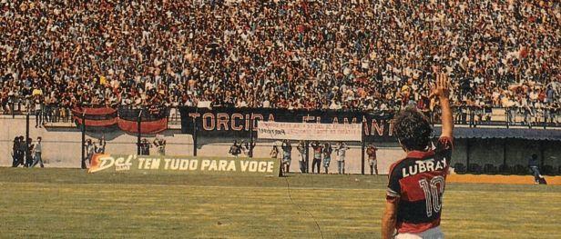 http://3.bp.blogspot.com/-vpMEW37mMbw/VdsMVEZ0OqI/AAAAAAAAIV4/KeE5GS-AxY8/s640/zico-flamengo-despedida-contra-fluminense.jpg
