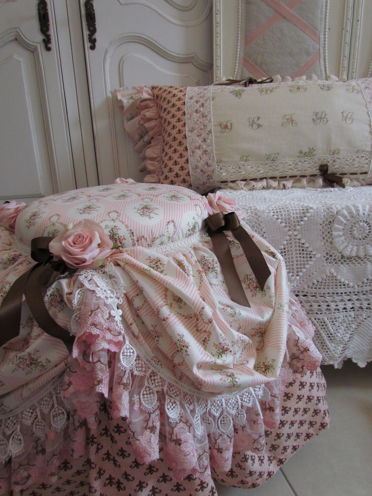 http://3.bp.blogspot.com/-vpXqkwyIRJ4/T-MSgDyFPjI/AAAAAAAAD5o/ICojOmPloJ4/s1600/two+boudoir+seats+004.JPG