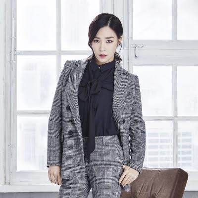 Tiffany in Mixxo Blazer