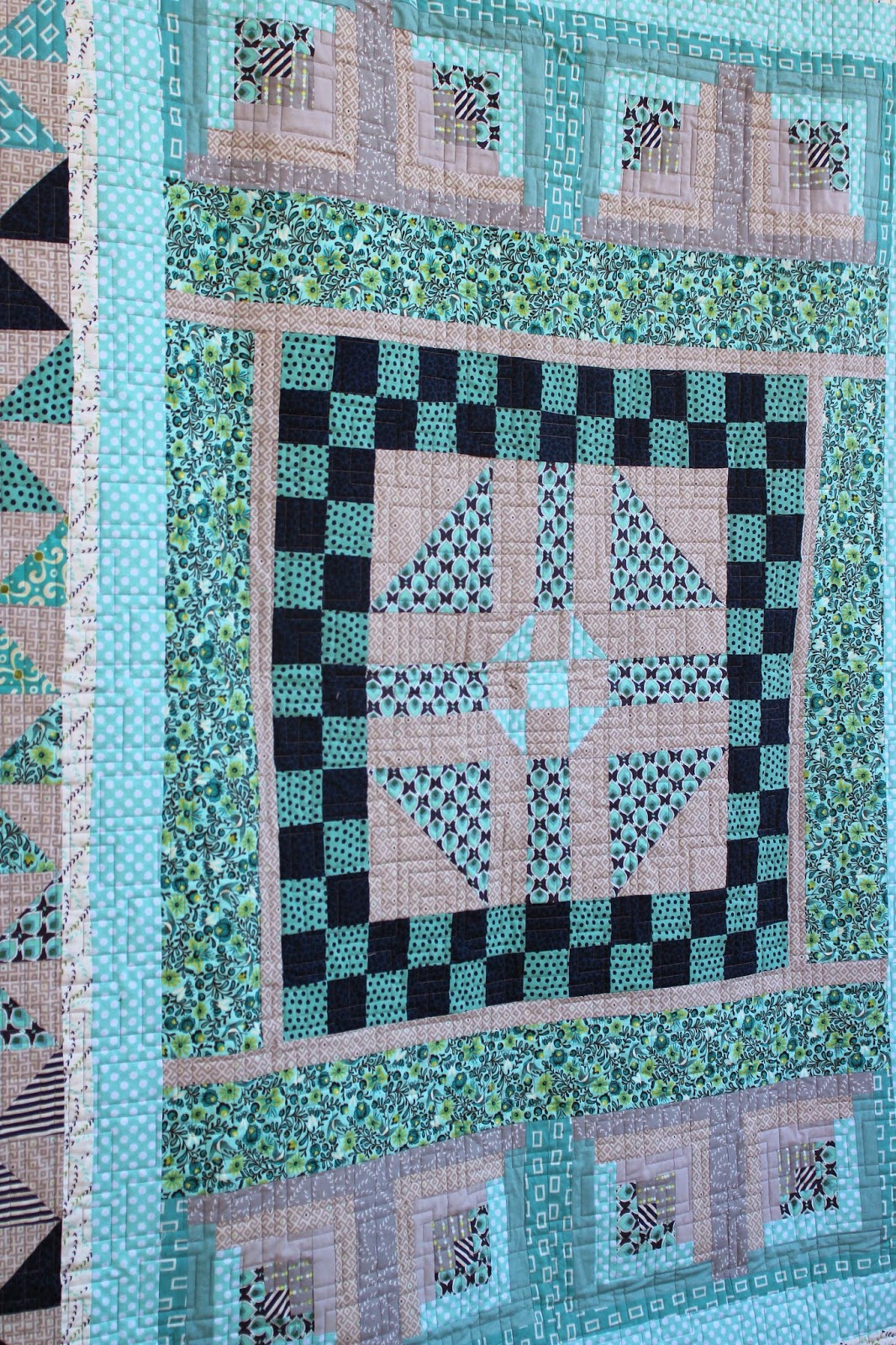 Center block in a round robin quilt