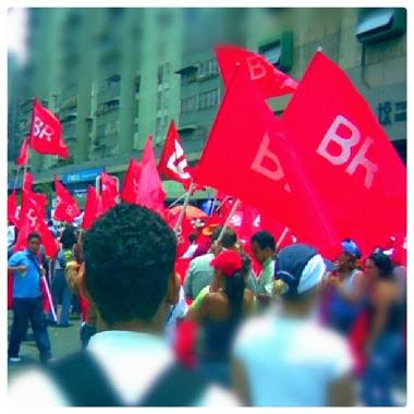 Bandera Roja en la calle