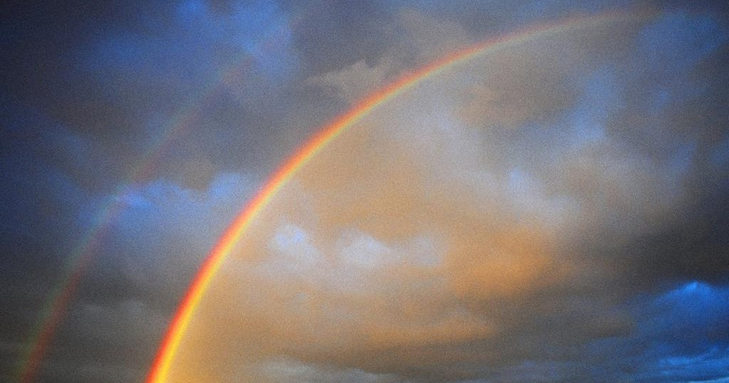 an absolutely ordinary rainbow techniques (rainbow image taken from princess farhana blog)i've been reading quite a bit of poetry lately - particularly a beautiful book of poetry by peter bakowski (review to.