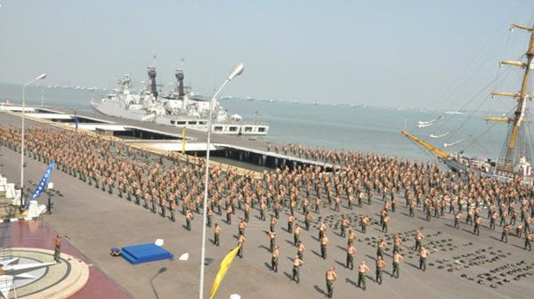 Peringati Hari Armada Ribuan Prajurit Komaritim Melaksanakan Pembinaan Fisik