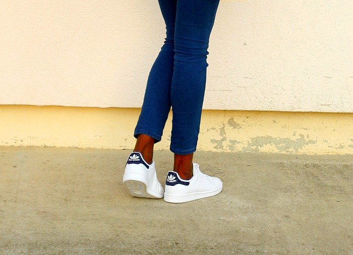 stan-smith-adidas-white-sneakers-casual-outfit
