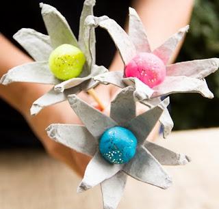 http://translate.google.es/translate?hl=es&sl=en&tl=es&u=http%3A%2F%2Fwww.moonfrye.com%2Fdiy%2Fegg-carton-flowers%2F