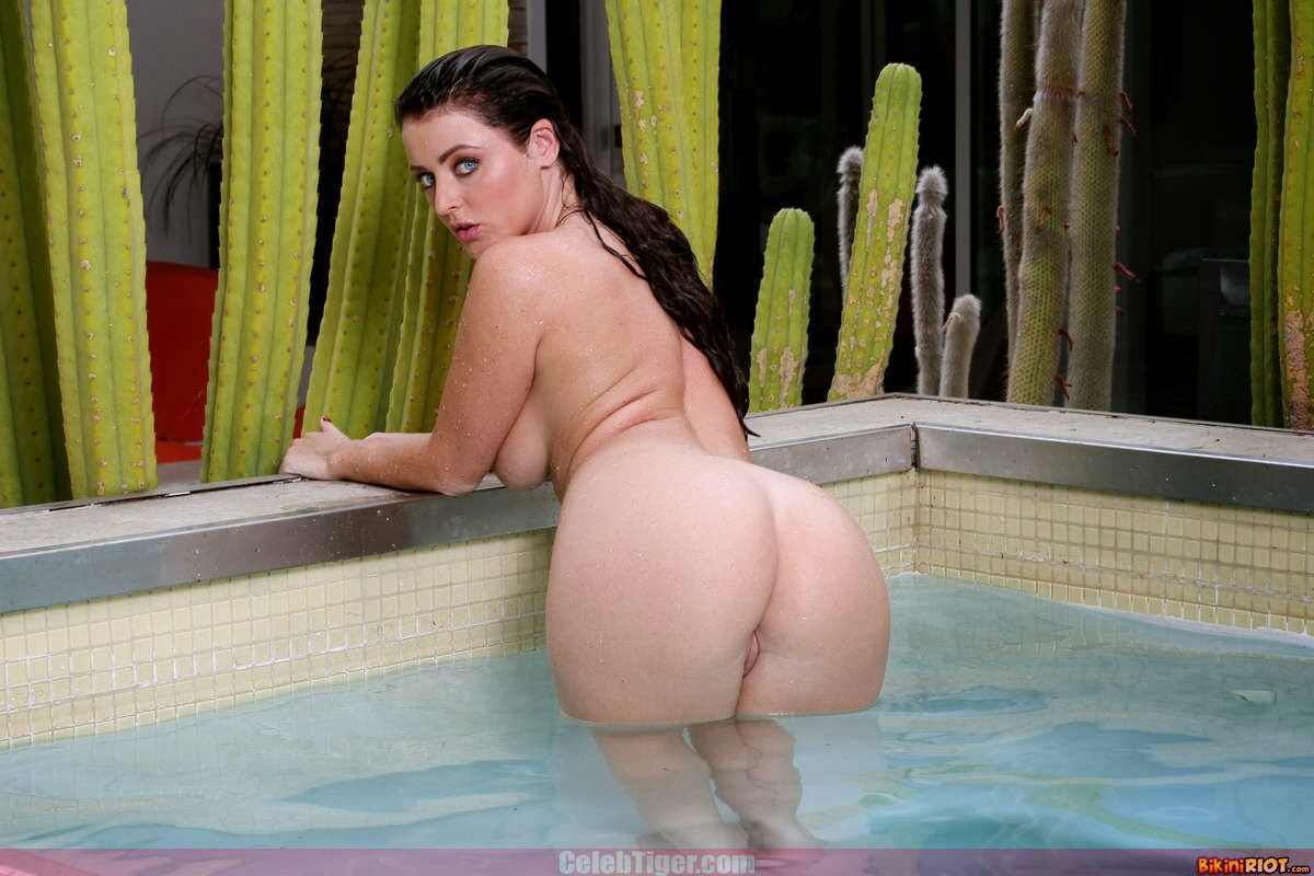 Busty+Babe+Sophie+Dee+Wet+In+Pool+Taking+Off+Her+Blue+Bikini+Posing+Naked www.CelebTiger.com 86 Busty Babe Sophie Dee Wet In Pool Taking Off Her Blue Bikini Posing Naked HQ Photos