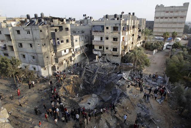 الحرب على غزة Gaza+Under+Fire+%2831%29