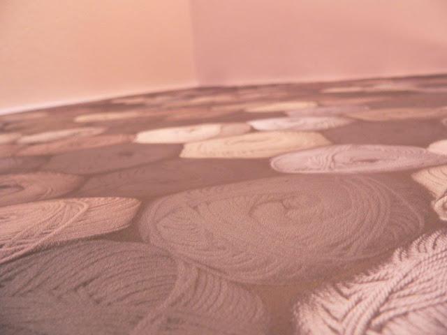 Flurtapete tapezieren doppelseitiges Klebeband DIY Flur Wand Wolle Wollknäuel