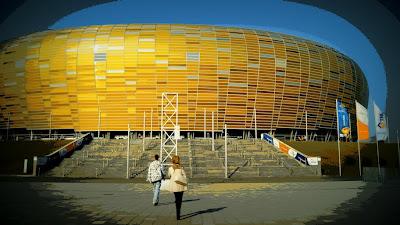 Fachada modular de PGE Arena