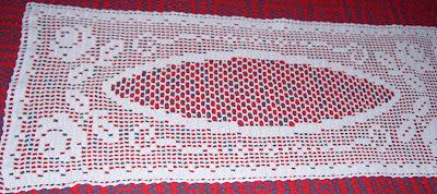 Camino de mesa con rosas tejido a crochet