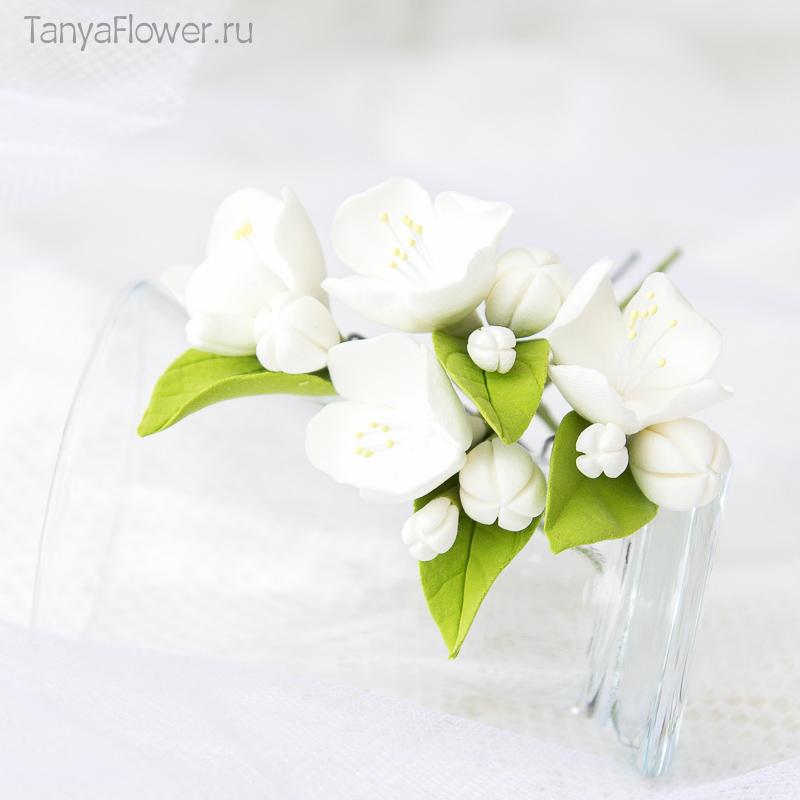 белые цветочные шпильки для волос