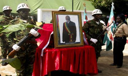 Guiné-Bissau: CORPO DO PRESIDENTE DA REPÚBLICA SEPULTADO ÀS 15 HORAS