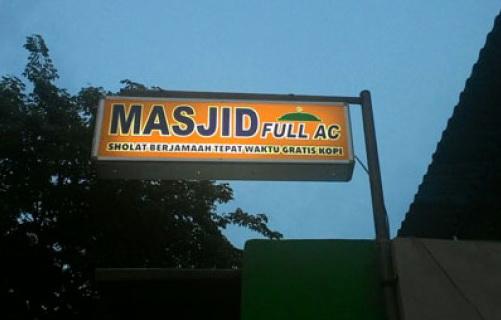 Masjid Ini Bagikan Kopi Dan Nasi Bungkus Gratis Bagi Yang Sholat Berjamaah Tepat Waktu