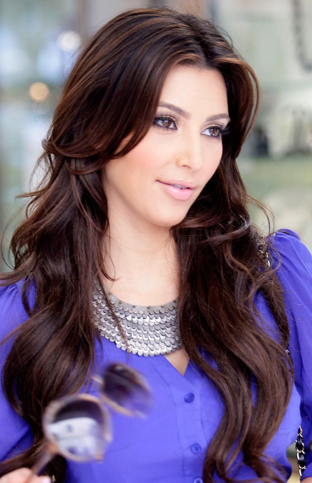 Kim Kardashian Long Wavy Hairstyles 06