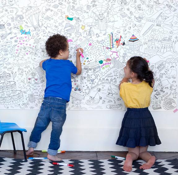 親子で楽しめるサイズの巨大な塗り絵