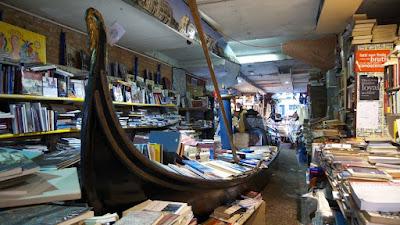 Bookstore Acqua Alta em Veneza