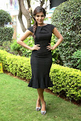 Samantha latest photos in black-thumbnail-4