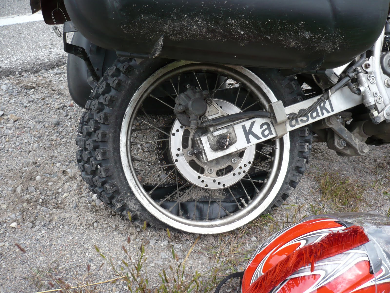 how to check wear bars on tires