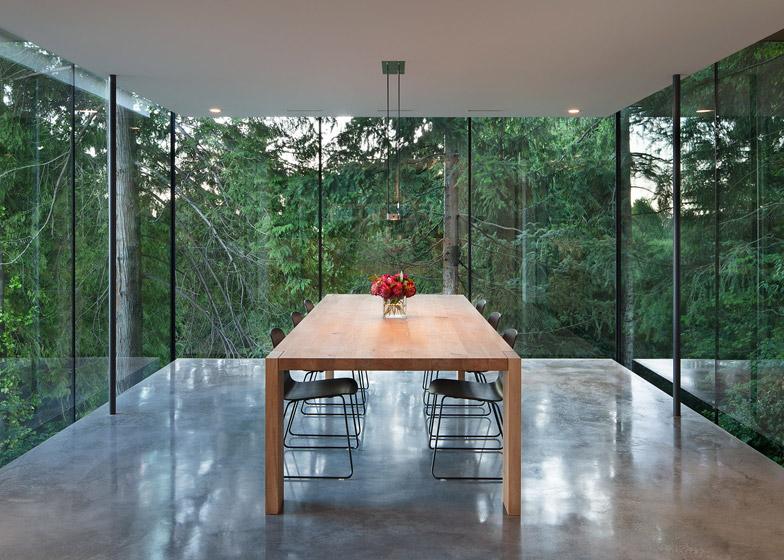 Casa A Vancouver Con Cubo Box In Vetro Sospeso Russet Residence By Spl...