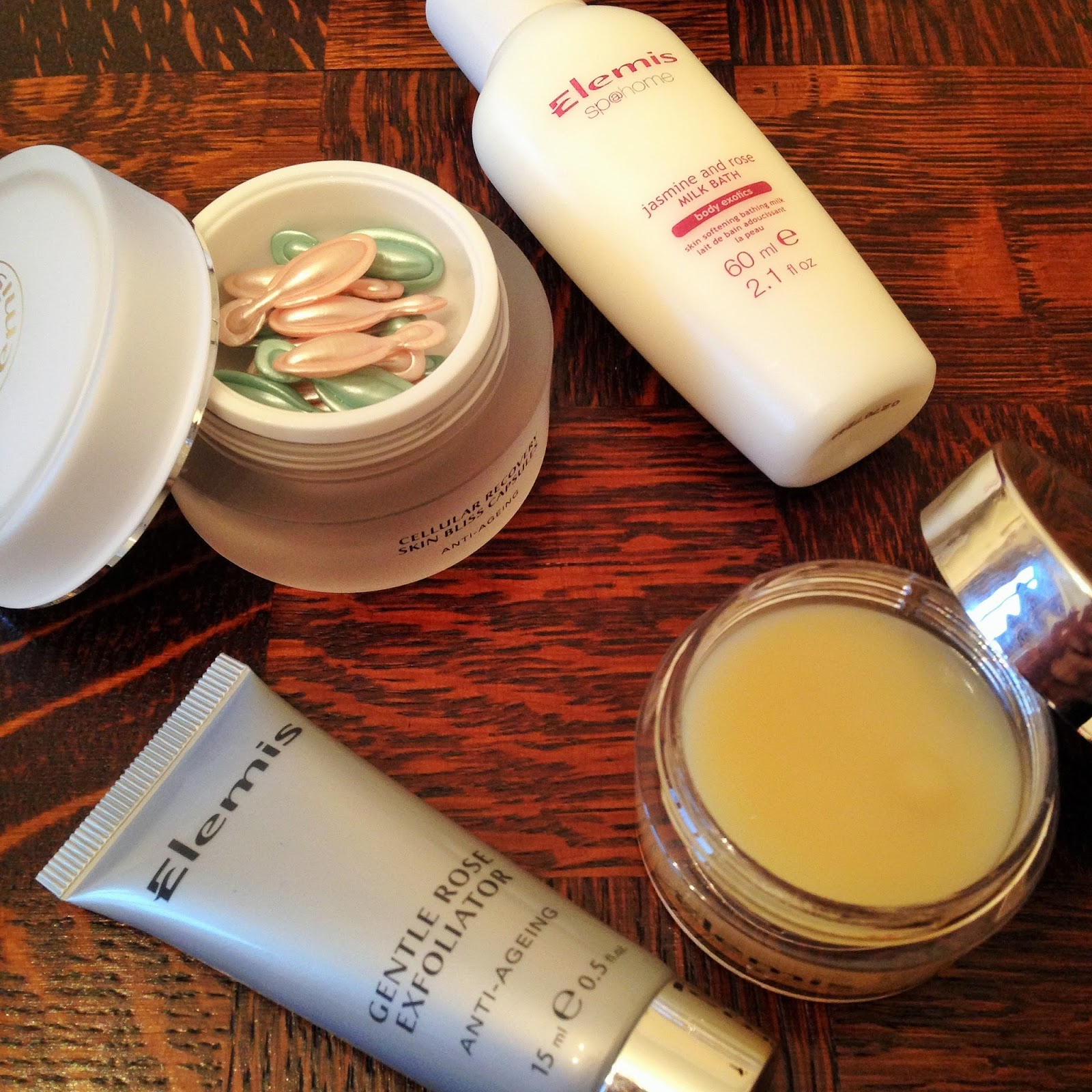 Elemis Pure Rose Indulgence Gift Set Review Close Up