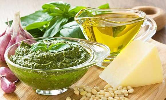 Пе́сто — этот соус широко используется в итальянской кухне .Соус имеет специфический зелёный цвет.