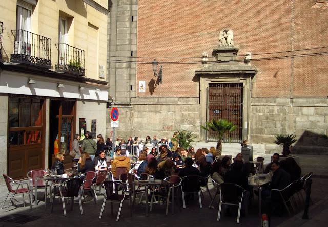 Terraza en Calle Angosta, entre las plazas de La Cebada y La Paja.