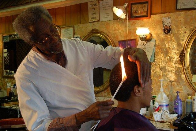 corte de pelo con fuego, corte de cabello con fuego