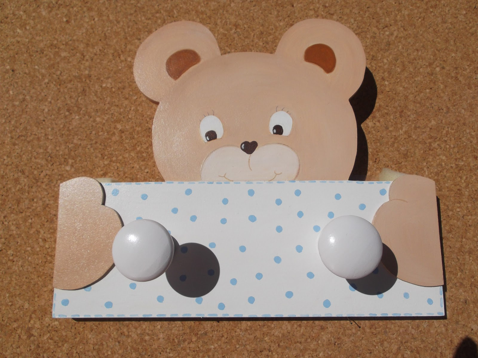 Decoraci n infantil pekerines perchas infantiles de pared for Perchero pared infantil