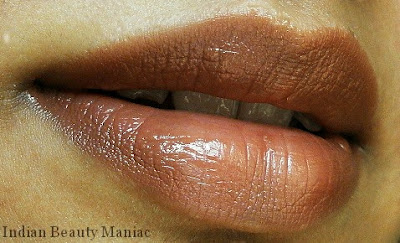 MAC Lustre Lipstick in Touch on my lips