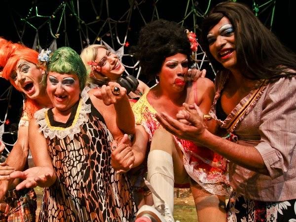 Pastoril Profano apresenta espetáculo de comédia no Teatro Municipal, em Campina Grande