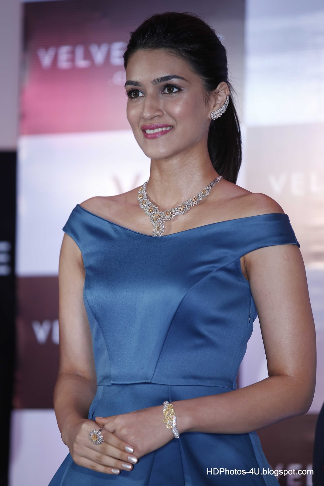Kriti sanon images hd wallpaper all 4u wallpaper - Her Parents Are All Set To Come Down To Bombay And Make This Birthday Special For Kriti Infact They Have Also Planned The Entire Day For Kriti And Will