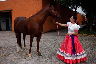 El Arte de la Escaramuza. Parte femenina de la charreria, deporte nacional mexicano.