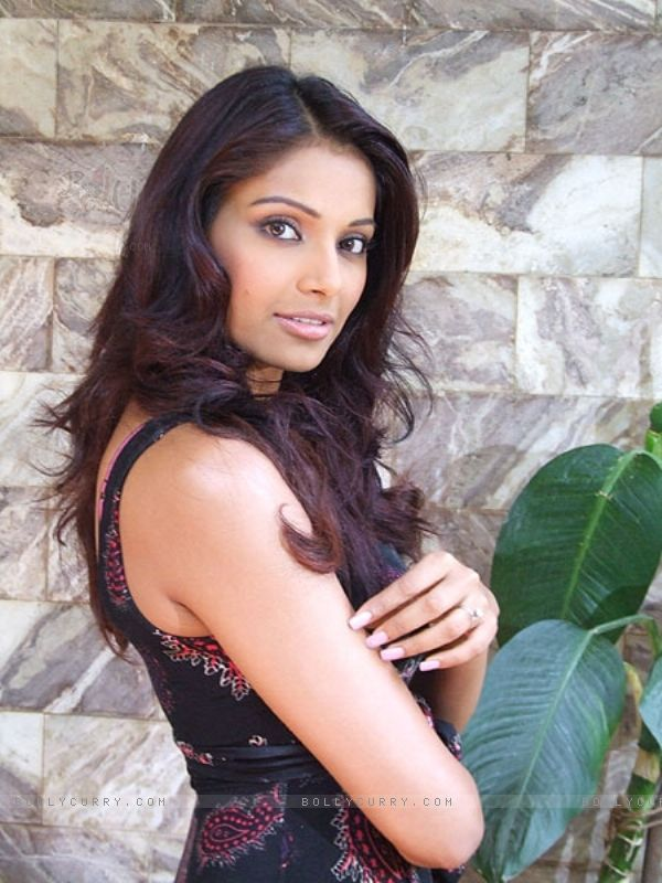 Bipasha basu new horror movie - 28e1